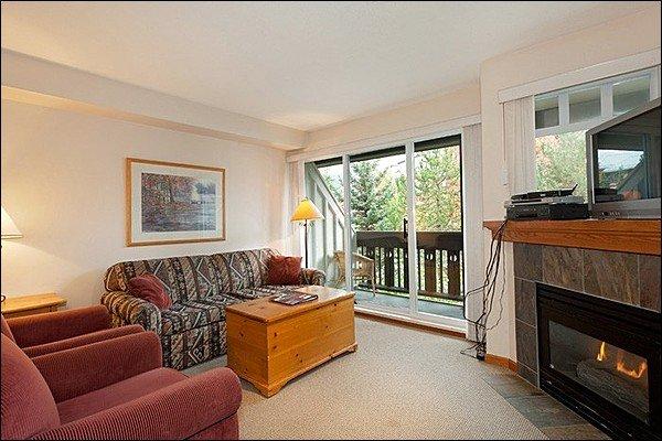 Brilhante e charmosa sala de estar