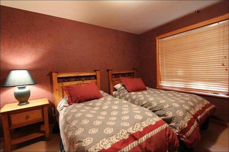 La seconda camera da letto ha un letto separati per la possibilità di creare due letti singoli