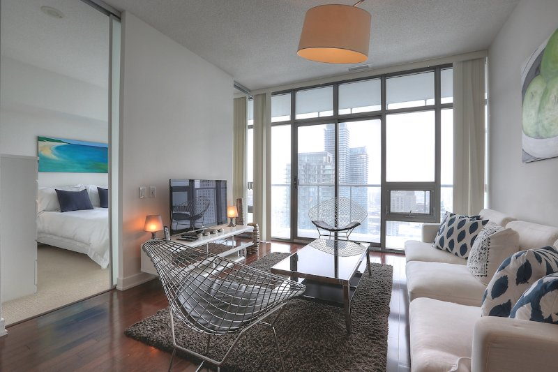 Spirit - Luxury Furnished Condo All In Yorkville, holiday rental in Toronto