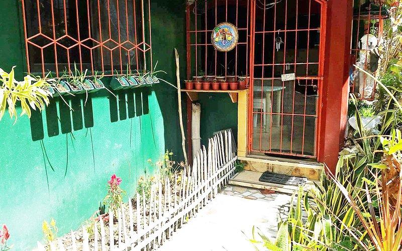bella assicurato casa in una posizione tranquilla circondata da giardini :)