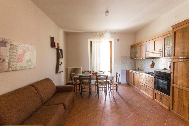 Bilocale con una camera, divano letto alprimo piano presso Casa Vacanze Jessica, vacation rental in Santa Croce Sull'Arno