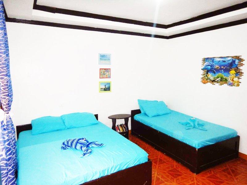 le camere sono dotate di aria condizionata e hanno anche una zona di stoccaggio con serratura.