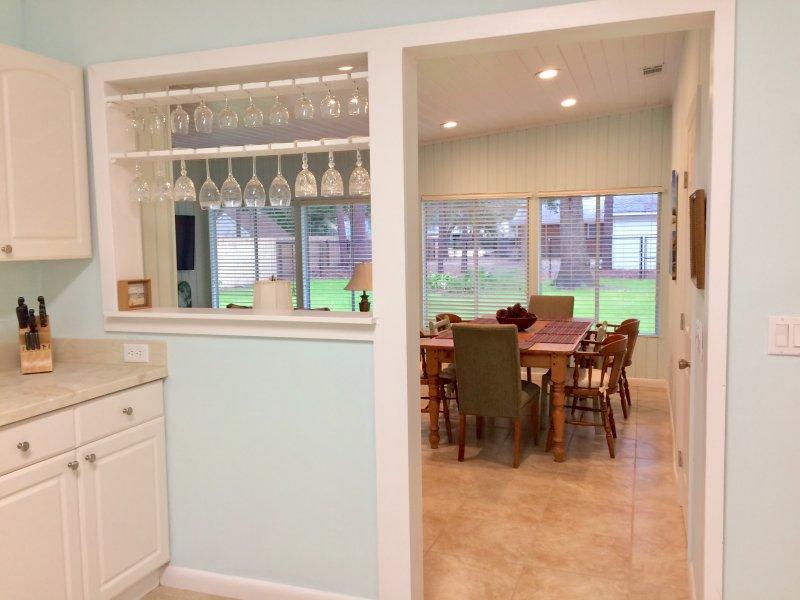 Kök ser till restauranger och gården bord med plats för 8 Side B