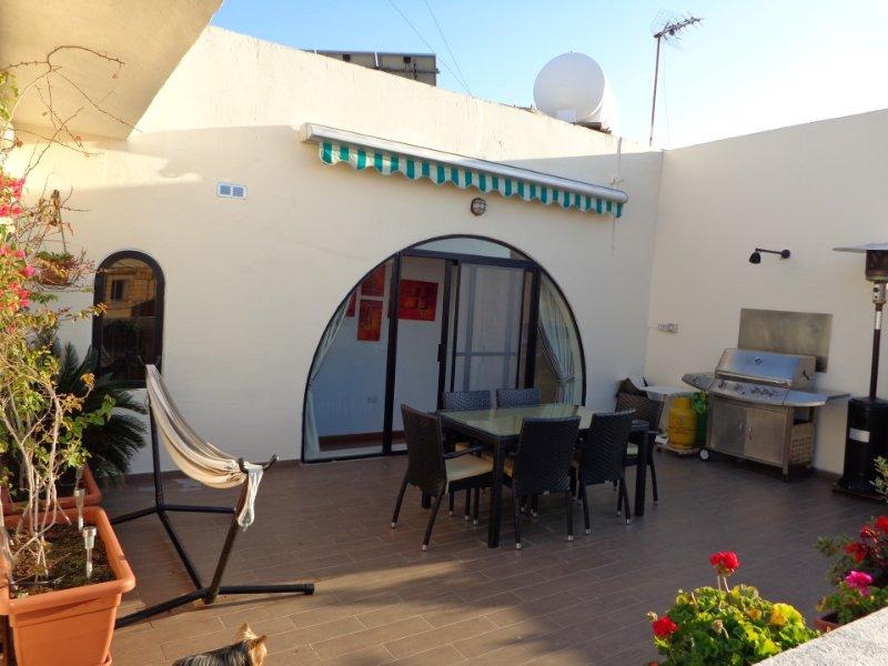 Lovely penthouse with private sun sun terrace, Ferienwohnung in Ta' Xbiex