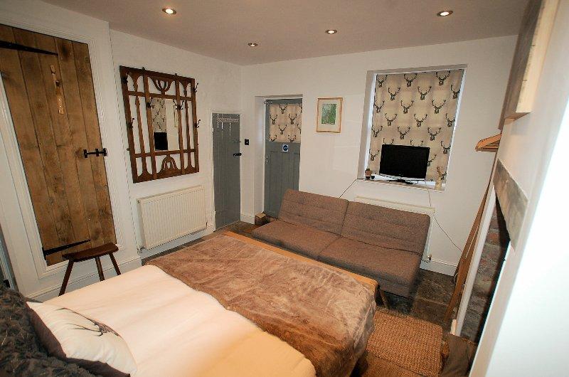 Quarto 3 (The Grey Room) no piso térreo com acesso directo ao jardim privado.