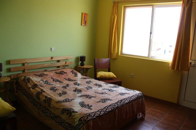 Chambres d'hôtes et gîtes. Bed &Breakfast. Accompagnement du séjour., holiday rental in São Pedro