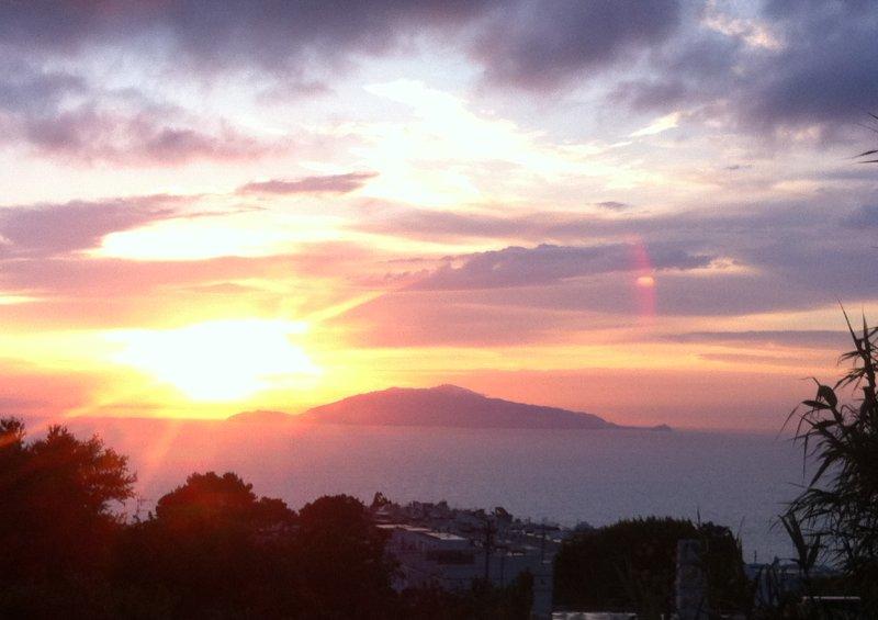 Blick auf den Sonnenuntergang von der Terrasse
