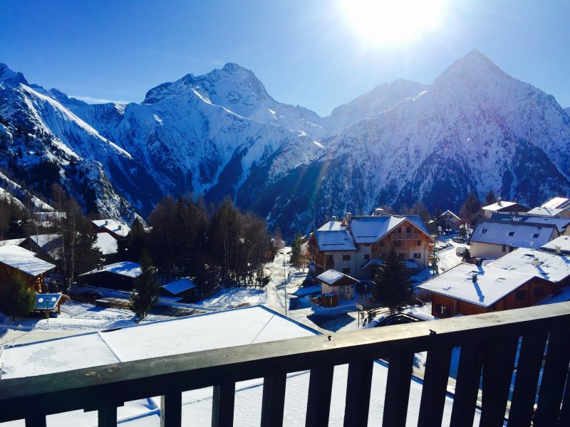 SNOW FRONT SKI/BIKE DIRECT ACCESS OF THE 'DIABLE' LIFT, CENTER AND QUIET, holiday rental in Les Deux-Alpes