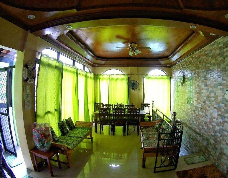 LAIYA BEACH HOUSE-Rexon&Kiten-Sleeps 30 pax(former CATILO beach house), alquiler vacacional en Batangas Province