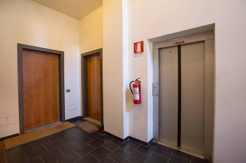 Pasillo con ascensor