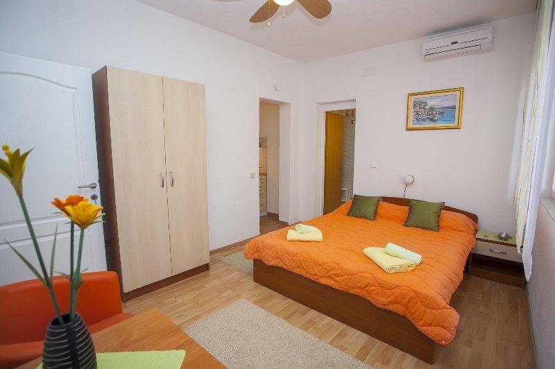 SA Narančasti (2): interior