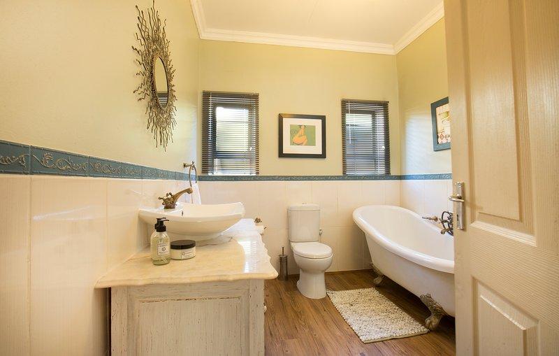 Main en-suite bathroom with a bath.