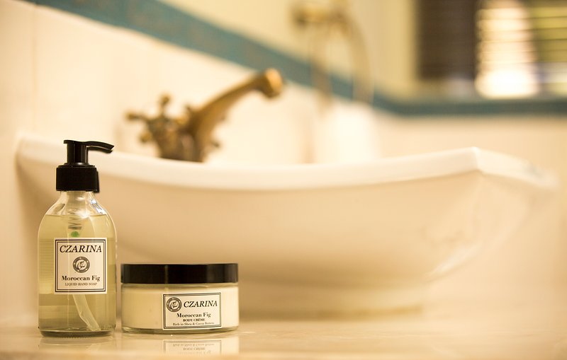 Bathroom amenities and detail