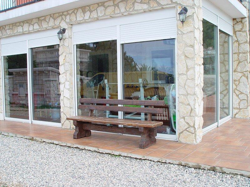 Nice apt near the beach & terrace, location de vacances à Tribanj