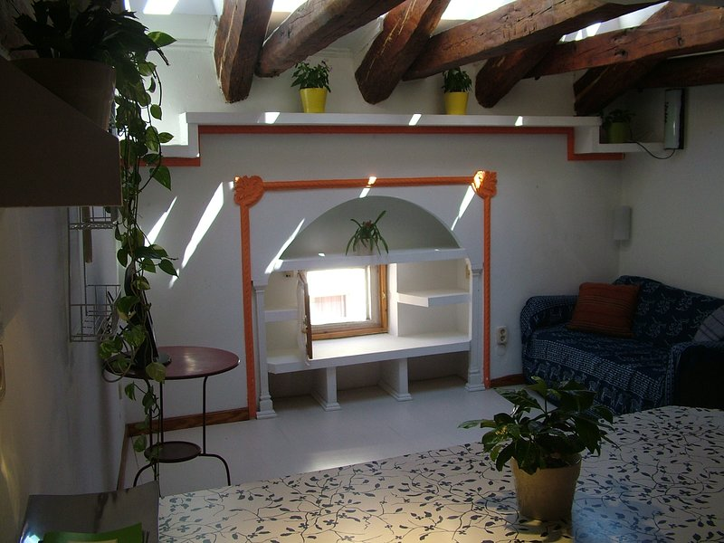 Luminosa Buhardilla Gran Via -Wifi-, vacation rental in Madrid