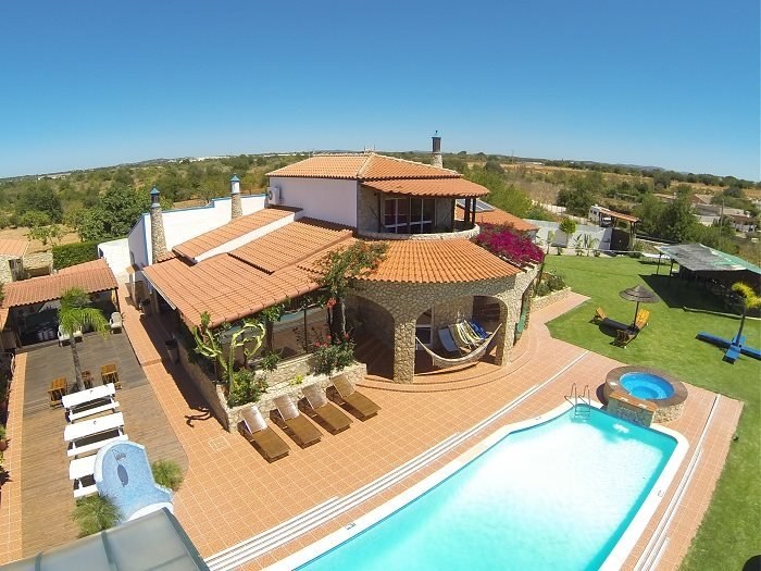 Villa Ania, Albufeira -  Sleeps 24 to 50 - Make your party with us!, holiday rental in Albufeira