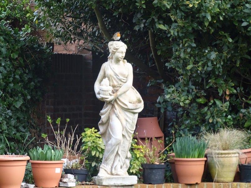 Puede ser ocupado por fuera de la puerta principal de la ciudad, pero es muy tranquilo en el jardín