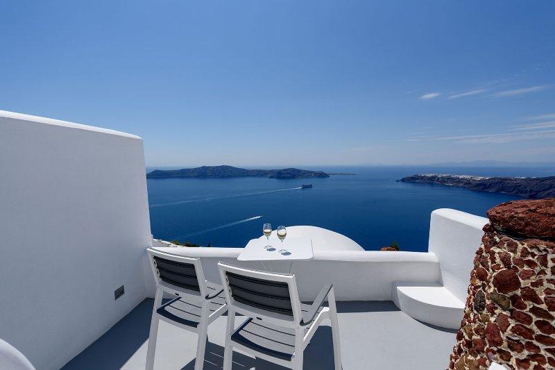 Blick auf die Caldera von Ihrer privaten Möbel Balkon