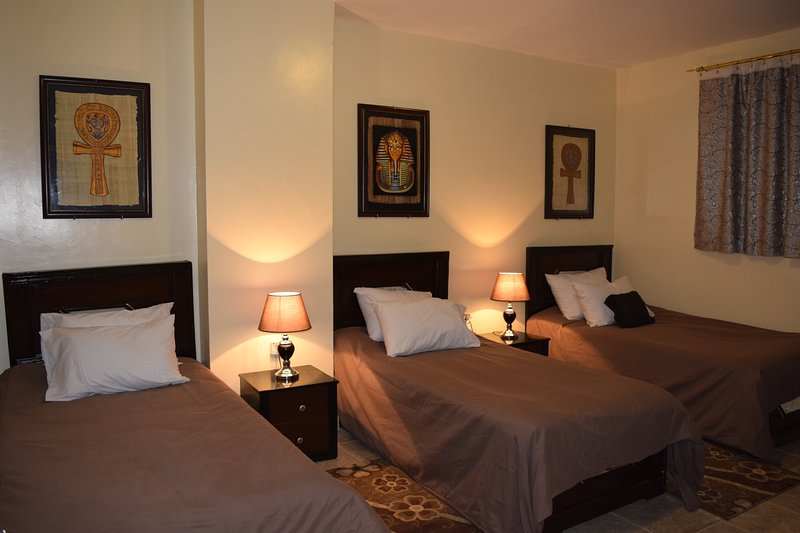 King Tut room/pyramids Overlook Inn, holiday rental in Sheikh Zayed City
