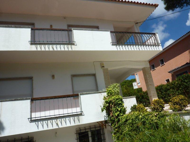 Ligh appartment in Sunny Villa with pool – semesterbostad i Estoril