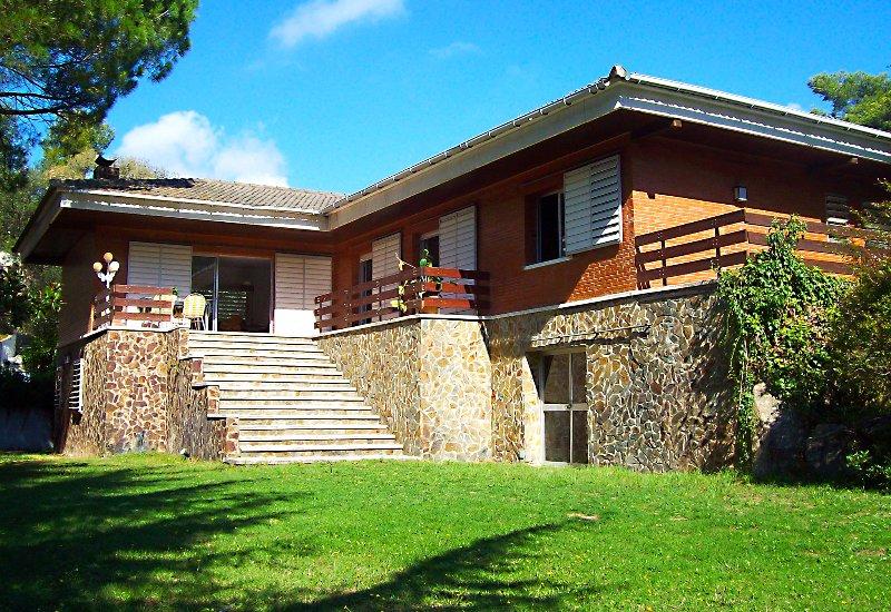 Main House / Casa Principal