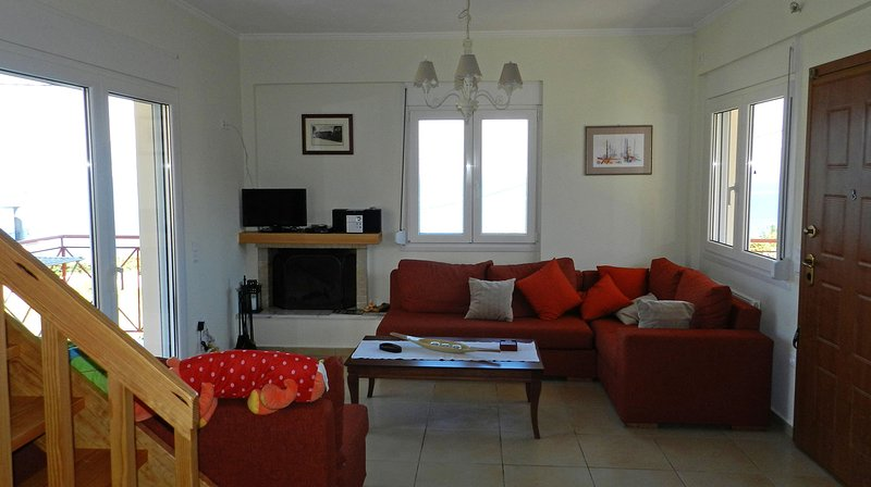 stavento, luxury villa with large outdoor Jacuzzi, excellent sea view, privacy., holiday rental in Egira