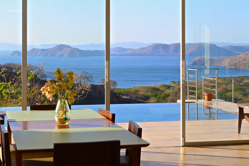 Endless Ocean Views from this Contemporary home with Infinity pool - Lighthouse, aluguéis de temporada em Playa Hermosa