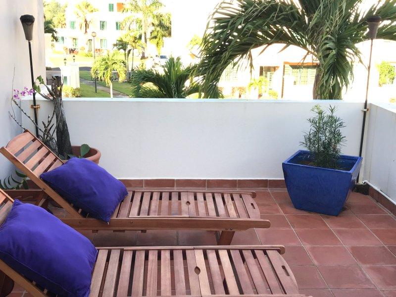 terraza abierta en el segundo piso con vista a la playa