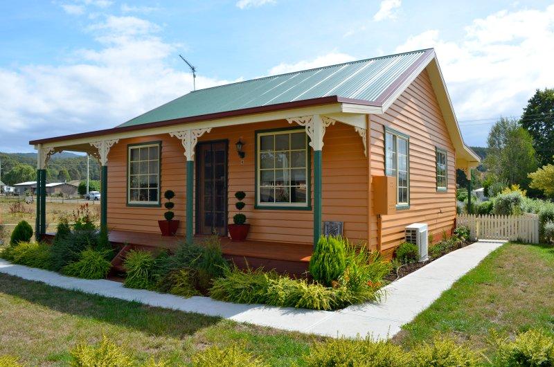 """""""Grand Ole Topiary"""" Cottage Alojamiento Totalmente independiente de 2 dormitorios. regalo de cortesía espera!"""