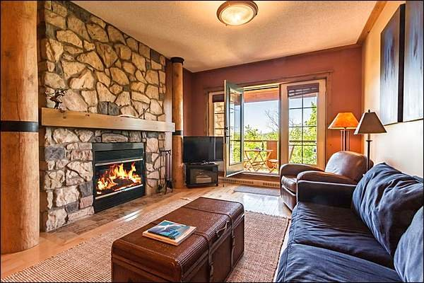 Beautiful Living Room with Double Sides Fireplace