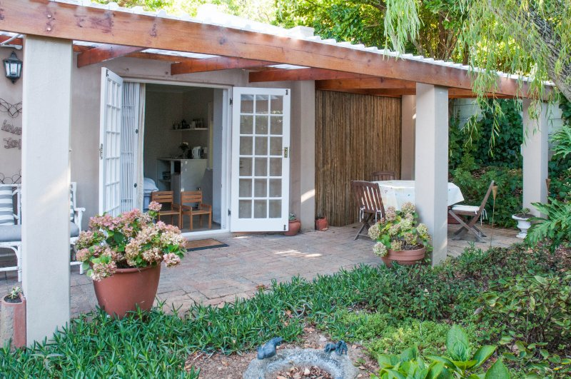 Lovely cottage in constantia, holiday rental in Constantia