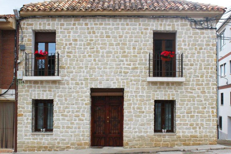 CASA RURAL LOS MONTONES, holiday rental in Ayora