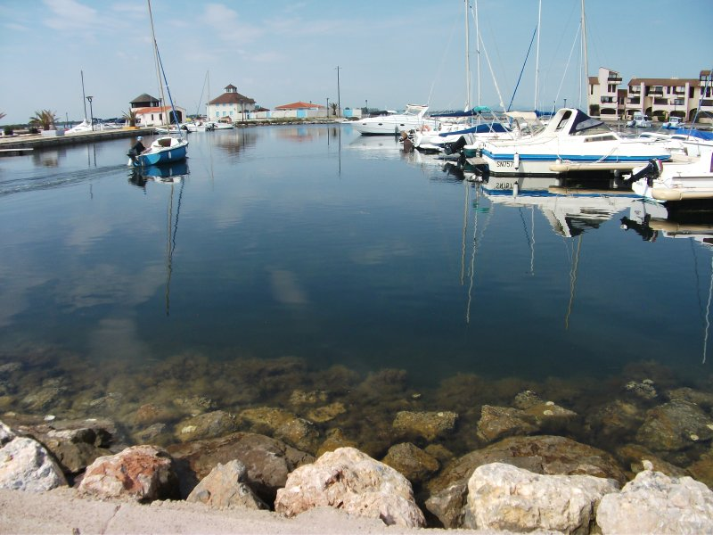 Port Coudalère, a glassy sea which highlights the transparency of the water