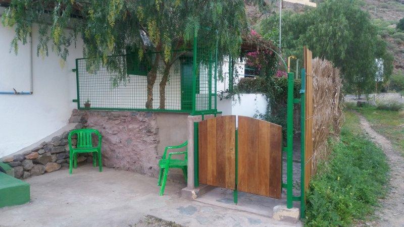 Apartamento independiente, con terraza y jardín, tranquilo y bien comunicado., aluguéis de temporada em Las Burillas