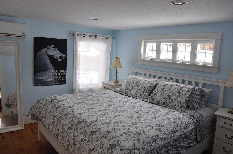 Cama king size, colchão novo high-end. Central A / C pode ser ajustado para conforto.