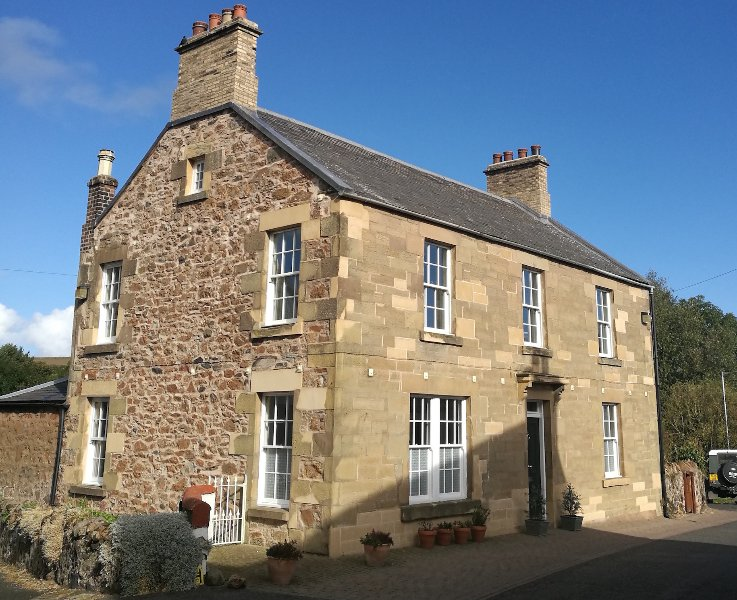 Large Family Holiday Home in Coldingham Village, vakantiewoning in Cockburnspath