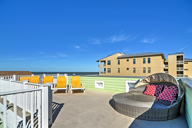 Miraculous Clearwater Beach House Near Sugary Sand Has Central Heating Beutiful Home Inspiration Ommitmahrainfo
