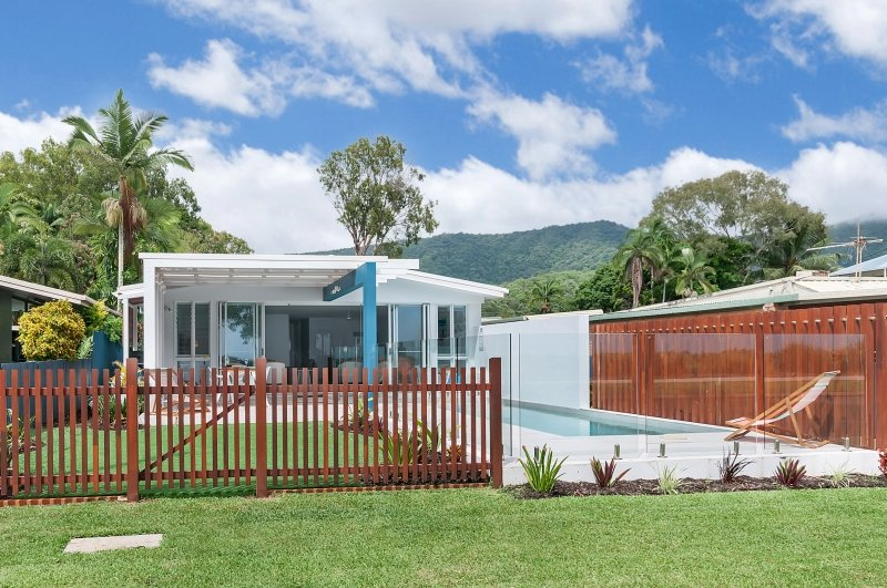 Arlington Beach House (Beachfront near Palm Cove), vacation rental in Kewarra Beach