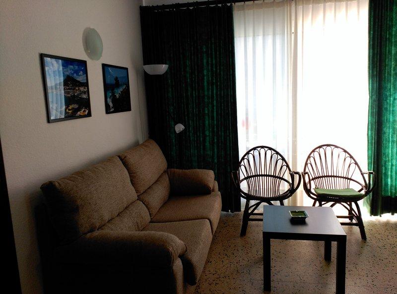 Apartamentos Omega - L'Estarit - Costa Brava, holiday rental in L'Estartit
