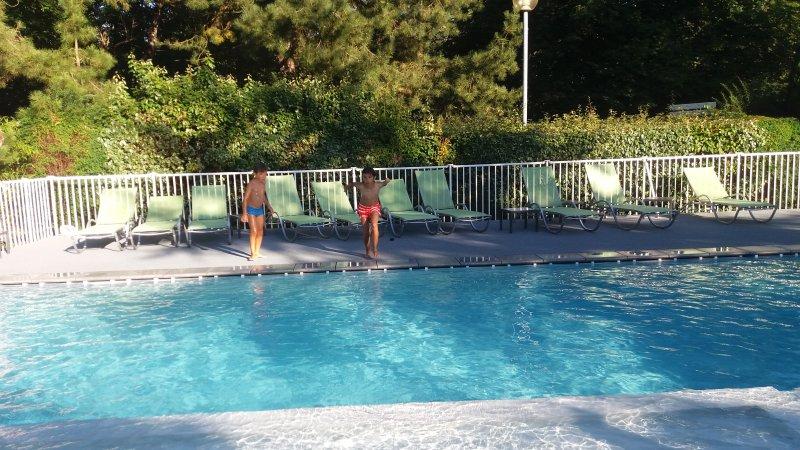 piscine de l'hôtel en accès partagé