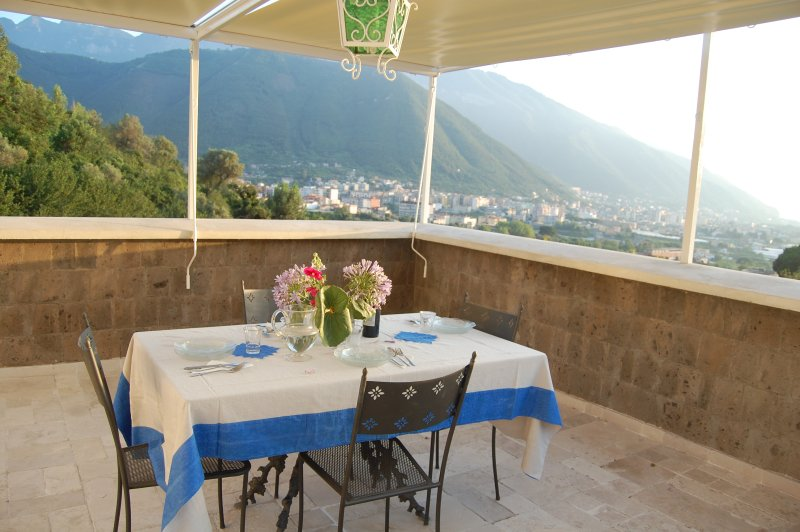PENTHOUSE Monticelli-Mansion, vacation rental in Lettere