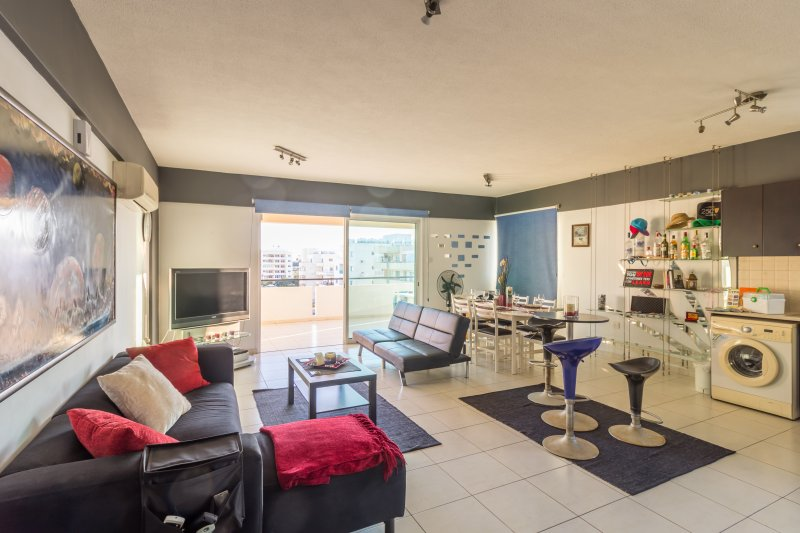 Spacious Apartment - Mackenzie Beach, vacation rental in Aradippou