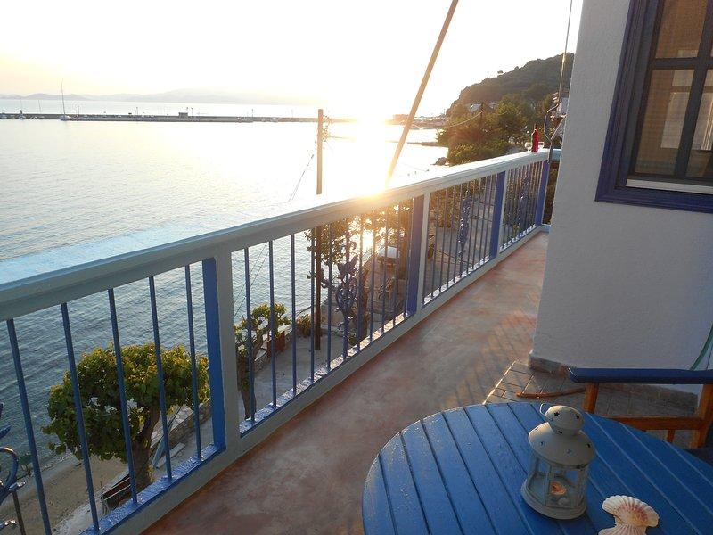 Vue ouest du balcon, récemment étendue à enrouler autour de l'avant ensemble de l'appartement.