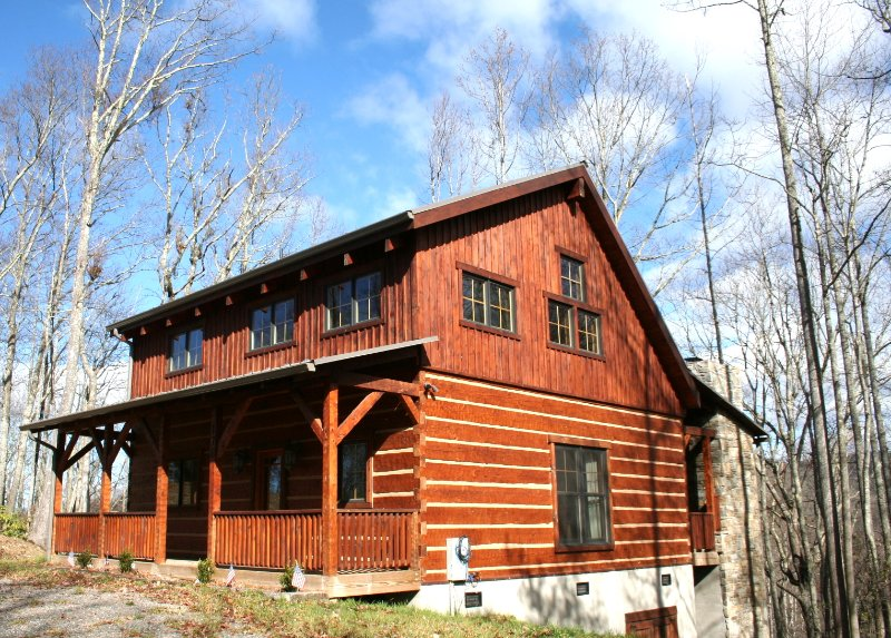 Let your stress simply melt away while staying at A Walk in the Clouds, a charming Boone NC log cabin rental situated in the picturesque Blue Ridge Mountains of North Carolina.