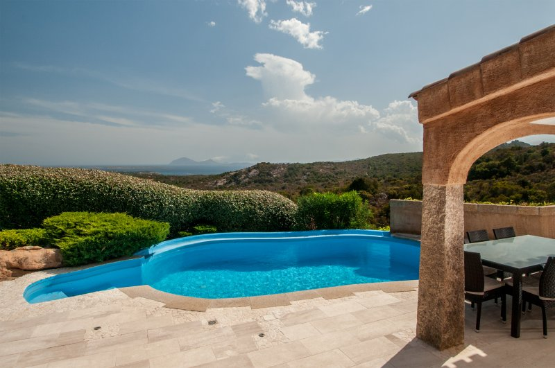 Villa Pevero Hills 5 with pool and sea view for 9 persons, holiday rental in Cala di Volpe