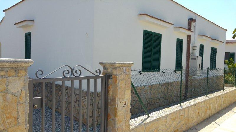 Vieste, in Villino n°6 di Giovanna DISANTI 4 posti letto, vacation rental in Vieste