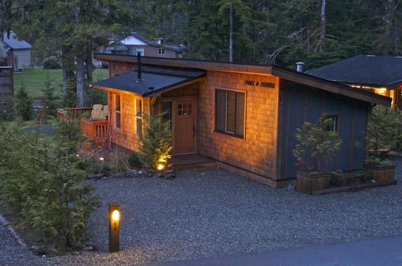 #1 Port O Pierre with bunkhouse, holiday rental in Port Renfrew