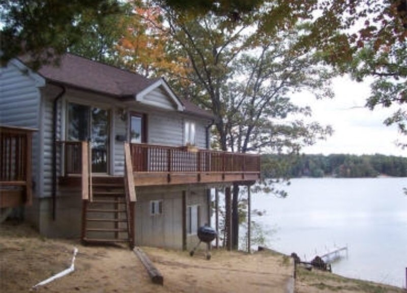 Waterfront Cottage Home with Beautiful Views of Spider Lake