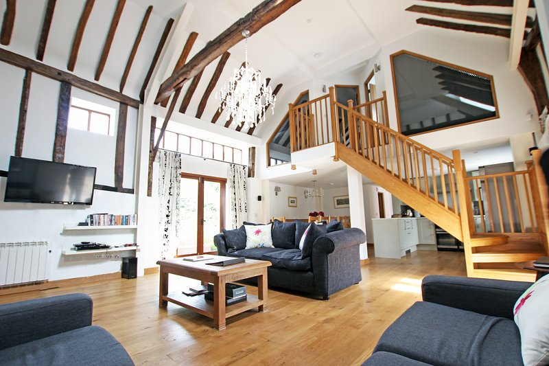 Green Farm Luxurious Barn Conversion, holiday rental in Kingsnorth