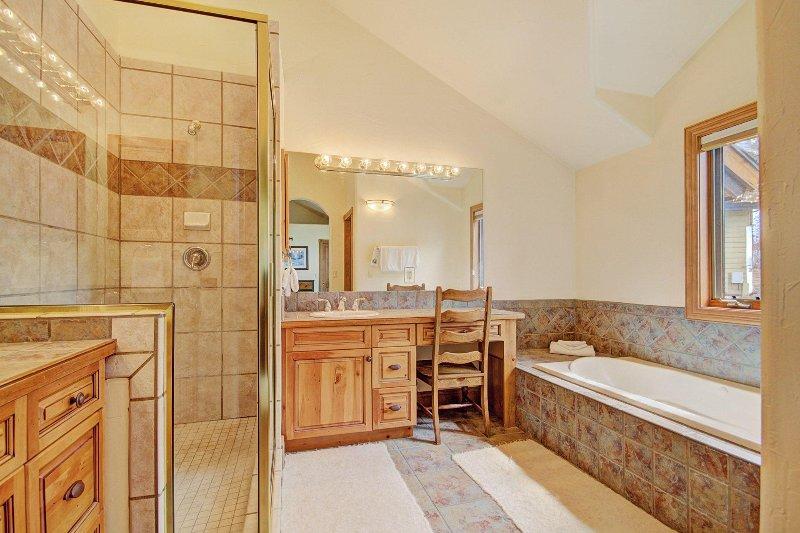 Cabinet,Furniture,Sideboard,Indoors,Room